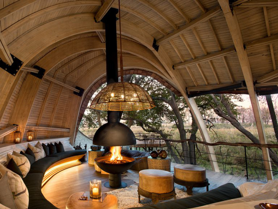 Header-cosy-fireplace-sandibe-on-a-luxury-botswana-safari-overlooking-the-okavango-delta-1024x576