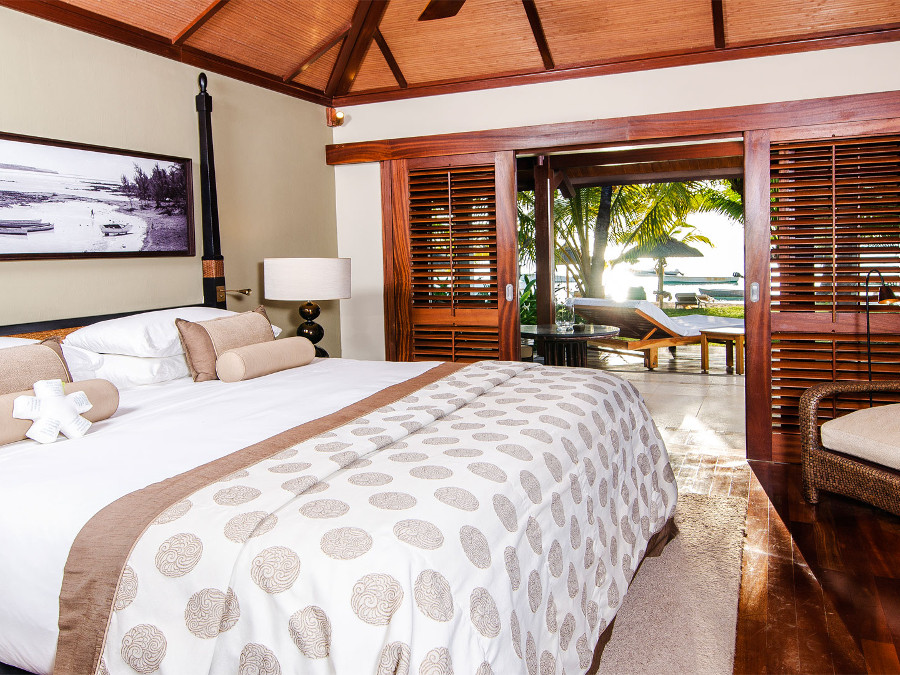 LUX-Le-Morne-Bedroom-junior-suite
