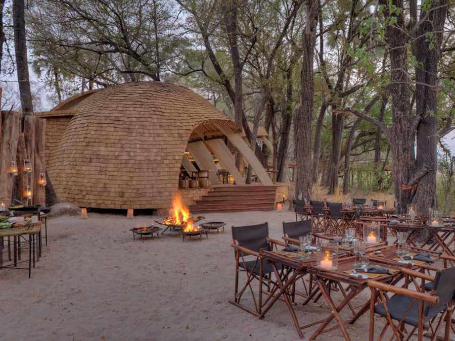 guest-area-with-cosy-fireplace-at-sandibe-on-a-luxury-botswana-safari-overlooking-the-okavango-delta-1024x576