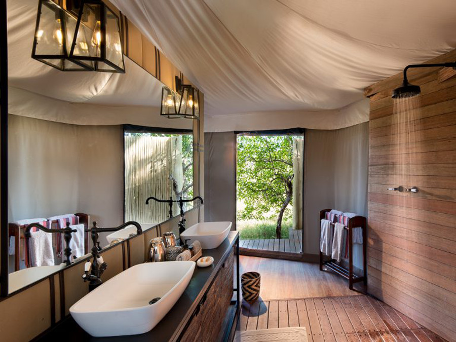 suite-bathroom-a-botswana-luxury-safari-in-the-okavango-delta-1024x576